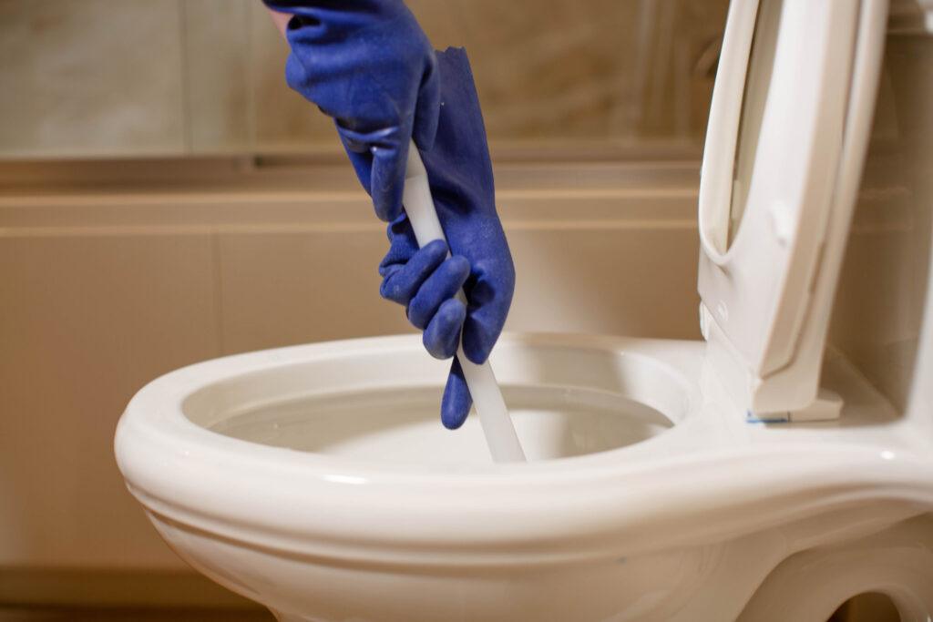 comment déboucher une toilette qui manque de pression